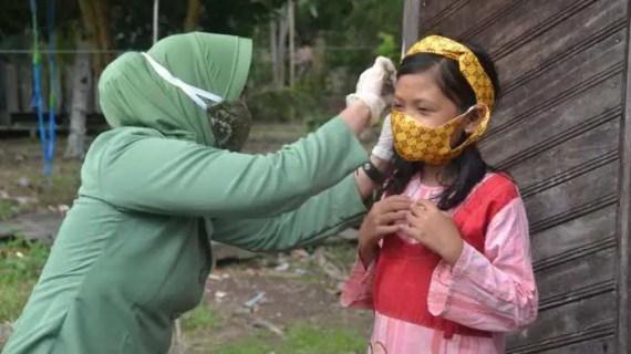 Persit Bagikan Masker Unik Kepada IRT Dan Anak – Anak