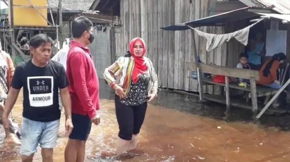 Irawati Ajak Masyarakat Mampu Jadi Donatur Korban Banjir di Kotim