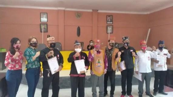 7 Tokoh Dayak Kalteng di Kotim Dianugerahi Lencana Tanda Jasa Kehormatan