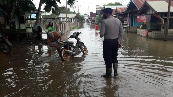 Polsek Mentaya Hulu Adakan Pengecekan Pemukiman Warga Daerah DAS Mentaya Meluap