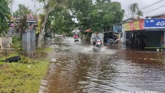 Sejumlah Ruas Jalan Kota Sampit Masih Direndam Banjir
