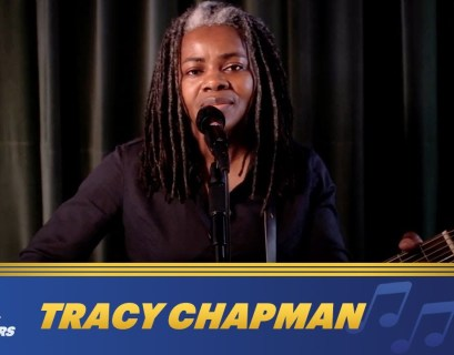 Tracy Chapman Performed Talkin' 'Bout A Revolution for 'Late Night with Seth Meyers'