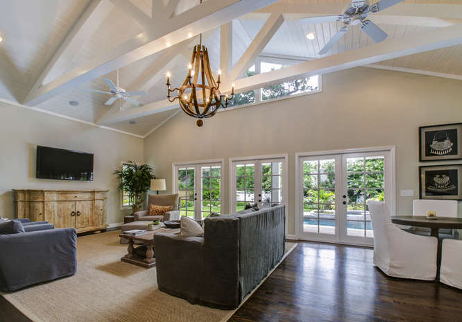 1023-S-Frankland-Rd-Tampa-FL-small-007-Family-Room-666×465-72dpi