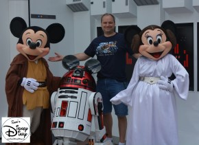Hanging out with the Disney Star Wars Gang... Jedi Mickey, Princess Minnie and R2-MK