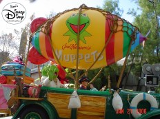 Disney Stars and Motor Cars parade - Kermitt
