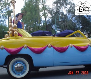 Disney Stars and Motor Cars parade - Snow White