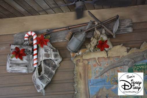 Sams Disney Diary Episode #66 - The Jingle Cruise - Queue Decorations