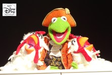 SamsDisneyDiary Episode #75 - The Muppets present Great Moments in American History. Kermet gets some help from Gonzo's Chickens