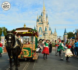 SamsDisneyDiary Episode 79: 12 Days of Christmas Day 4 - Main Street USA Holiday Trolley Show
