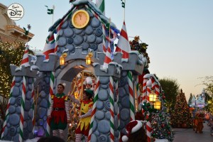 SamsDisneyDiary 82: Disneyland Christmas Fantasy Parade - A view down mainstreet