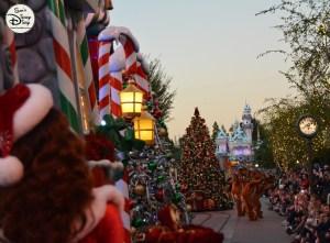 SamsDisneyDiary 82: Disneyland Christmas Fantasy Parade - A view down mainstreet