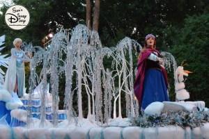 SamsDisneyDiary 82: Disneyland Christmas Fantasy Parade - Frozen