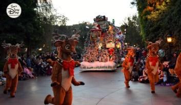 SamsDisneyDiary 82: Disneyland Christmas Fantasy Parade - Reindeer and Santa