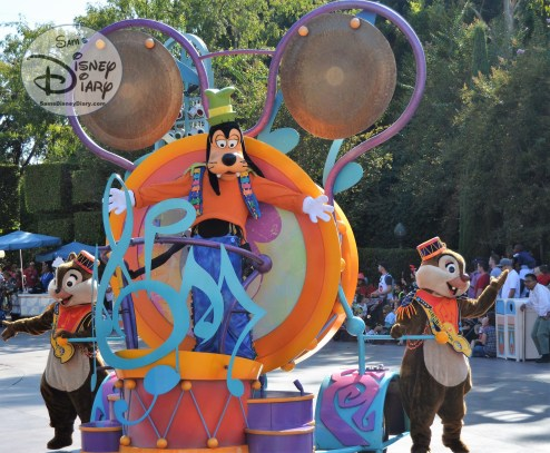 Disneyland Soundsational Parade - Goofy, Chip & Dale follow the Mickey drum line