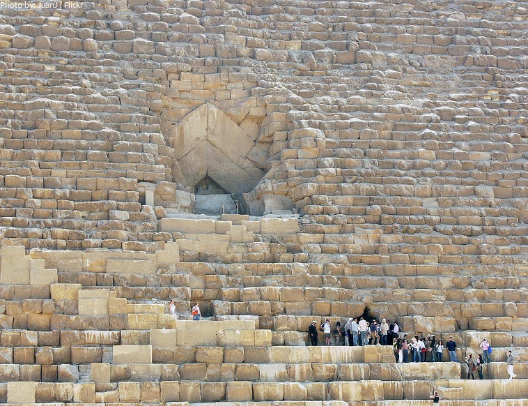 great-pyramid-of-giza-entrance-2
