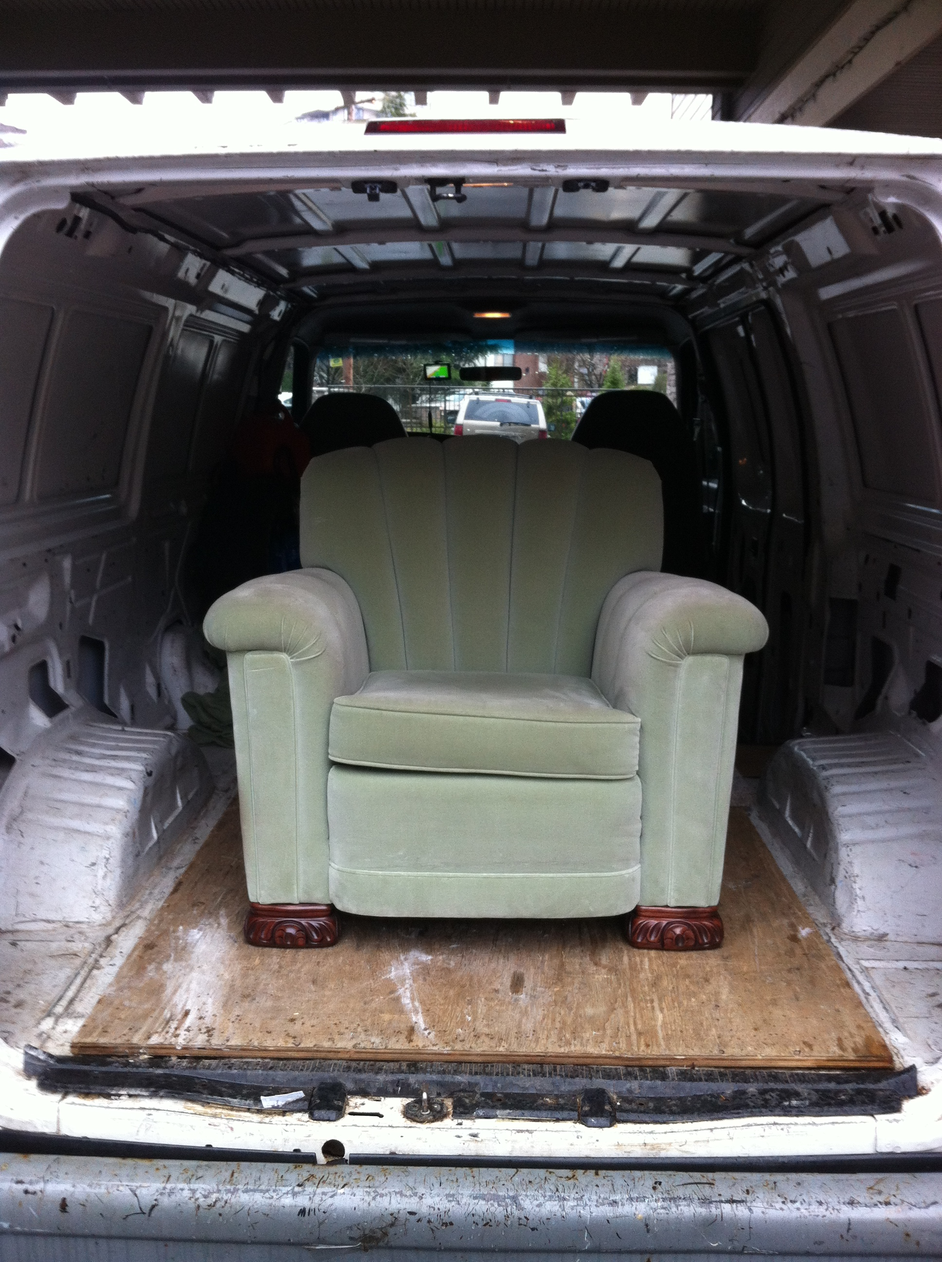 Craigslist furniture delivery service sam 39 s small moves for Affordable furniture delivery