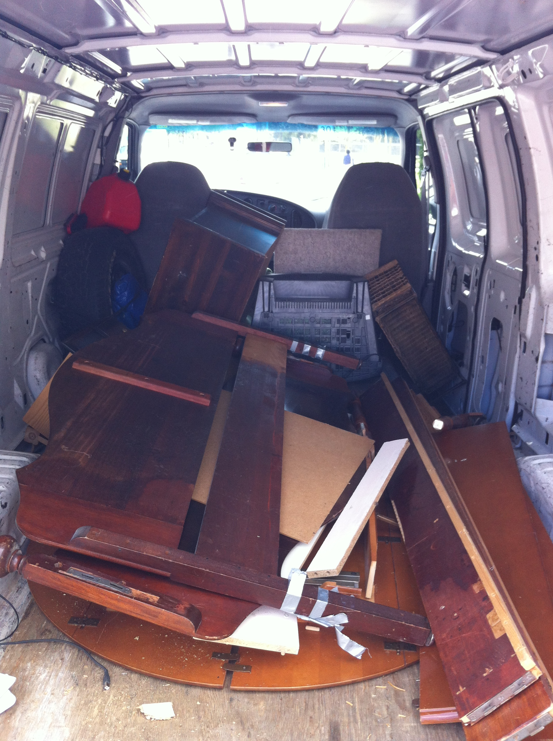 Old furniture removal service furniture disposal for Furniture removal