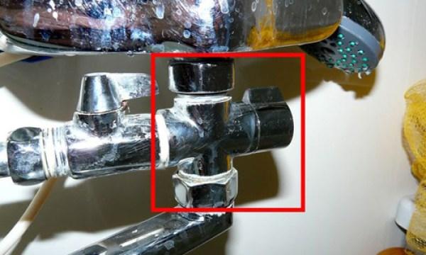 Слабый напор холодной воды в ванной а на кухне хороший
