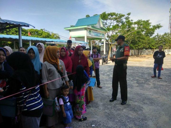 Babinsa Baloi Permai Melaksanakan Pengawasan Kegiatan PPDB Di SDN 008