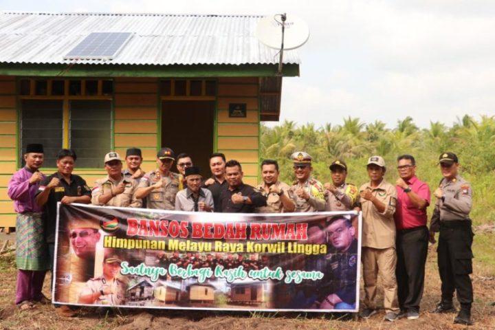 Himpunan Melayu Raya Dan Polres Lingga Serahkan Bantuan Sosial Rumah Di Desa Tinjul
