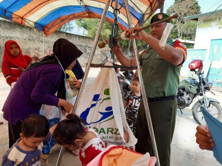 Sertu Hamid Turut Membantu Kegiatan Imunisasi Di Posyandu – Sekupang, SamuderaKepri