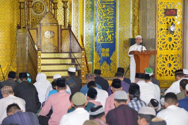 Sekda Arif Fadillah Menunaikan Shalat Idul Adha di Masjid Raya Nur Ilahi Pulau Dompak, SamuderaKepri