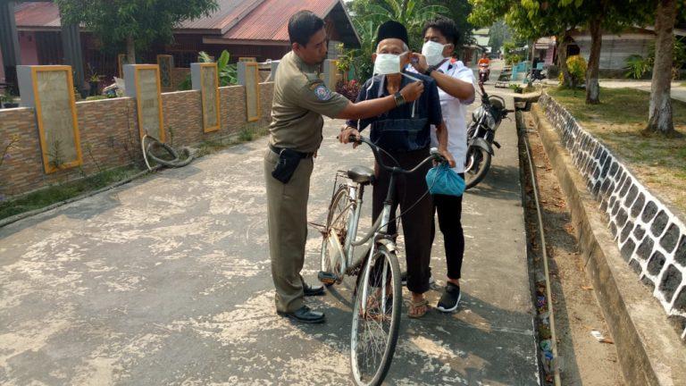 Cegah Ispa, Polsek Senayang Bersama Puskesmas Dan Satpol PP Bagi-bagi Masker, SamuderaKepri