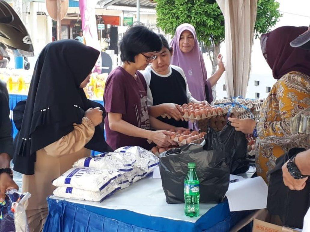 Sambut HUT TNI AL KE -74 Lanal Tarempa Kembali Laksanakan Bazar Sembako Murah Bagi Masyarakat Tarempa