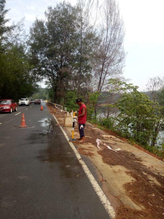 Bahu Jalan Jembatan Dam Sei Ladi - Batam Mulai Dibenahi