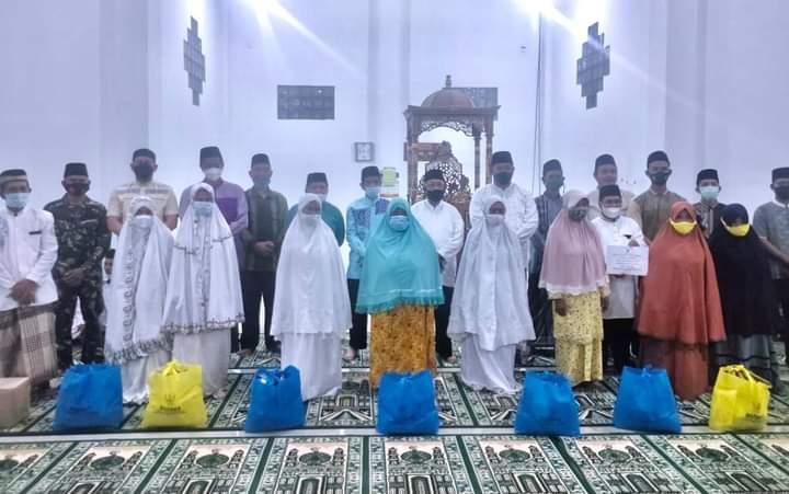 Safari Ramadhan Bupati Anambas Menyerahkan 25 Paket Sembako Kepada Mustahik, SamuderaKepri