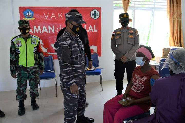 Serbuan Vaksinasi TNI AL Diminati Masyarakat Maritim Pulau Terluar, SamuderaKepri