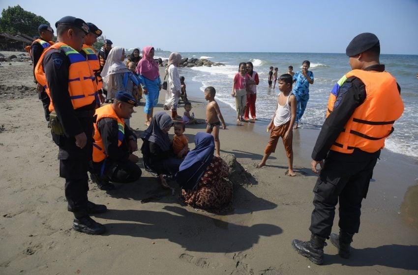 Personel Brimob Polda Aceh Disiagakan di Lokasi Wisata Lhokseumawe