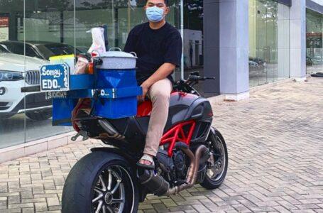 Pria Ini Pakai Moge Harga Ratusan Juta Untuk Jualan Siomay