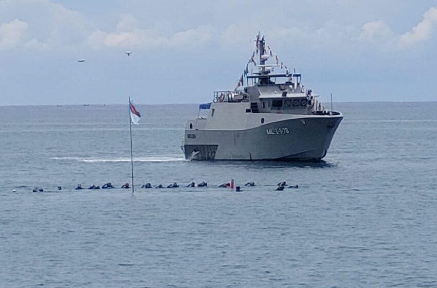 Lanal Lhokseumawe Kibarkan Bendera Merah Putih di Dasar Laut
