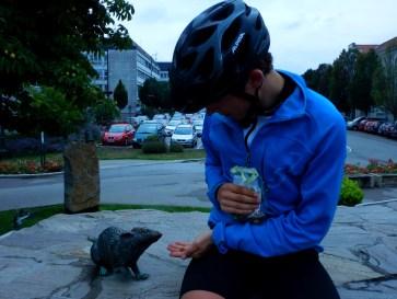 Ich füttere eine dicke Ratte