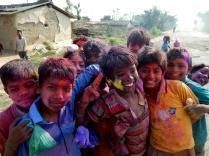 Kinder an Holi