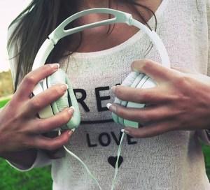 headphones-926072_640