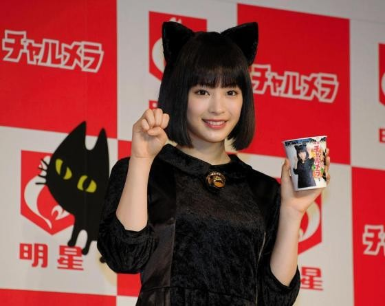 Black cat figure of Suzu Hirose is too cute dangerous