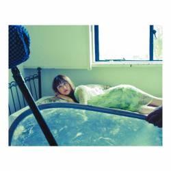 "Mizuki Yamamoto, navel-out sexy rare shot showing off ""too cute, yan angel"""