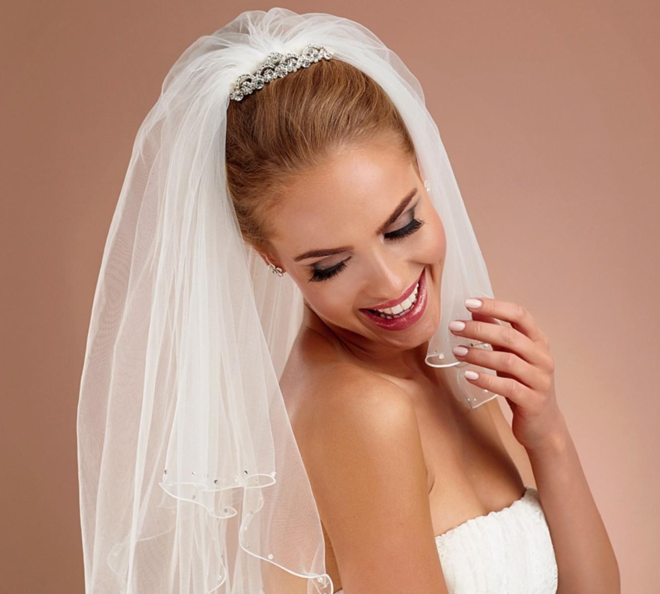Brautfrisur Diadem Brautfrisur Halb Hochgesteckt Und Ohne Schleier