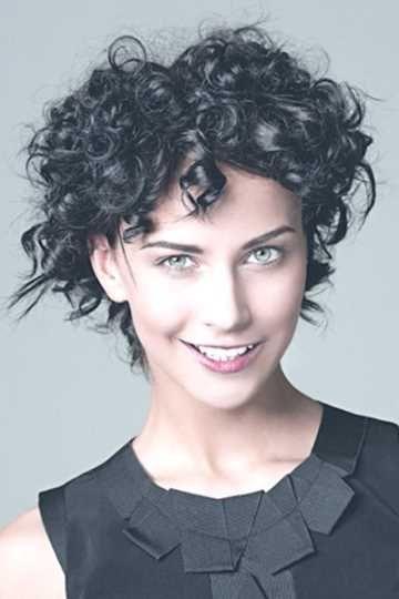 Frisuren kurz mit locken