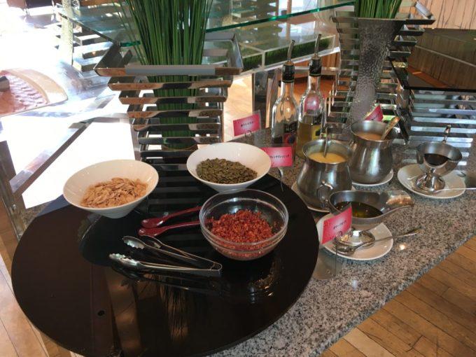 東急ハーヴェスト朝食会場『彩』バイキング料理のサラダ