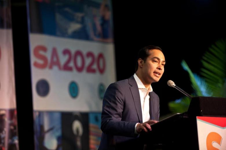 Mayor Julián Castro addresses a gathering of SA2020 supporters. Photo courtesy of Mayor Castro.