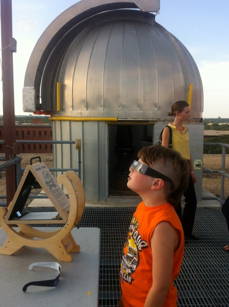 Young observer takes in the Transit at Trinity University