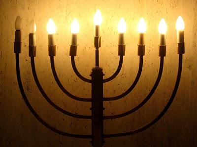 menorah_hanukkah_2