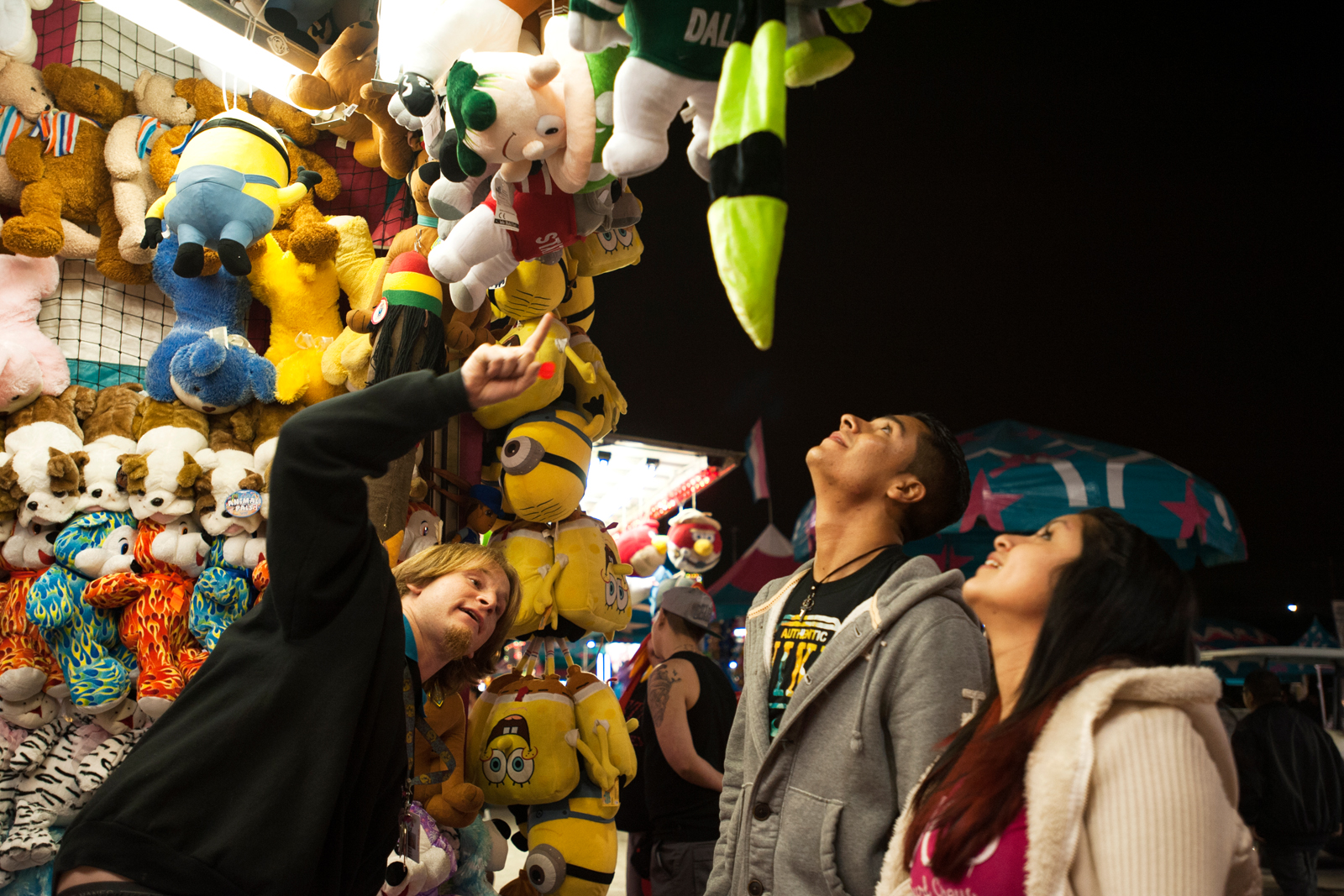 Adan and Toni Torres are convinced to take a double-or-nothing bet on a larger prize, eventually winning a stuffed pig at the dart game.