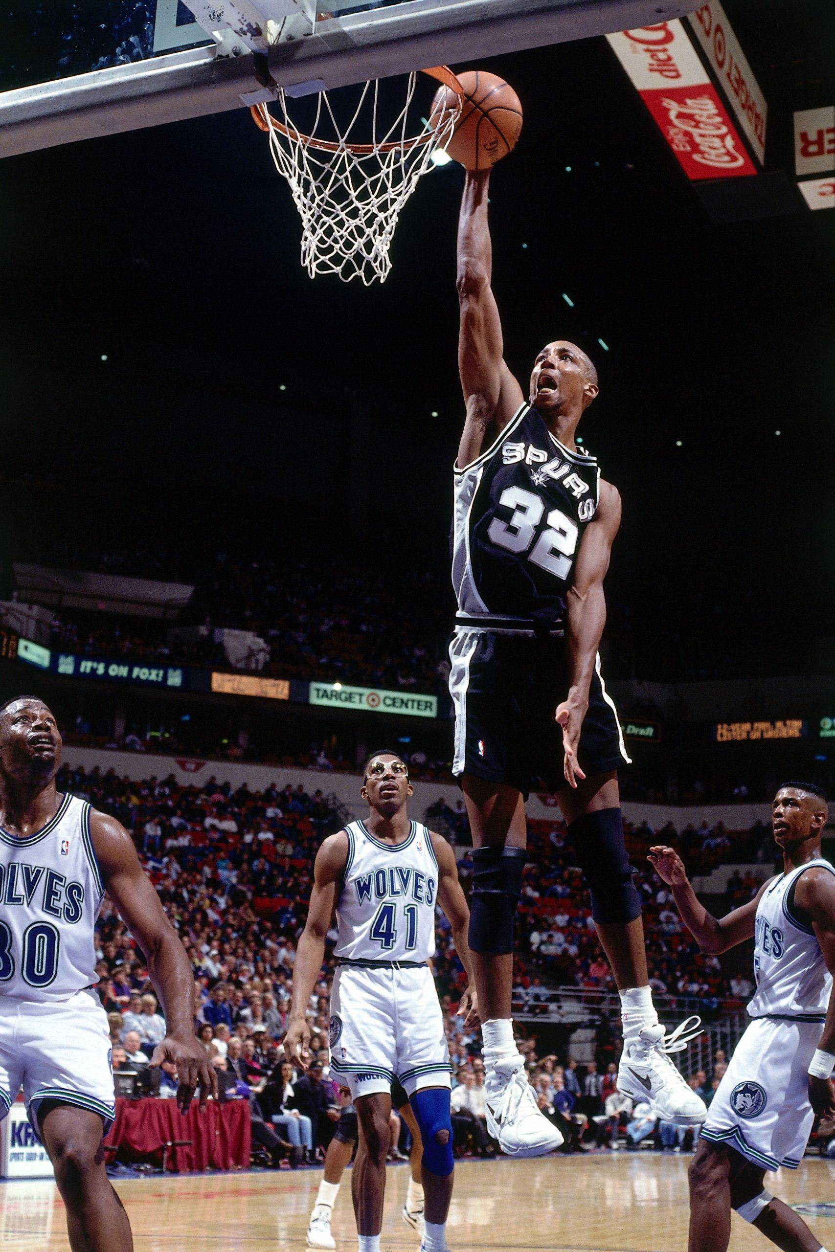MINNEAPOLIS - 1993: Sean Elliott, #32, of the San Antonio Spurs dunks against Minnesota Timberwolves at the Target Center during a 1993 season NBA game in Minneapolis, Minnesota. Photo courtesy of San Antonio Spurs.
