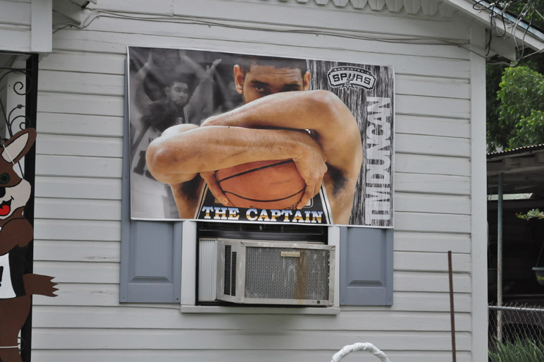 Tim Duncan, Spurs. Photo by Annette Crawford.