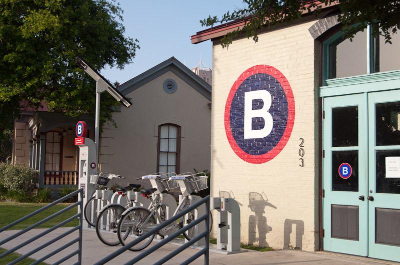 San Antonio B-cycle Hub on the corner of South Alamo Street and East Cesar E. Chavez Boulevard. Photo by Leo Suarez.