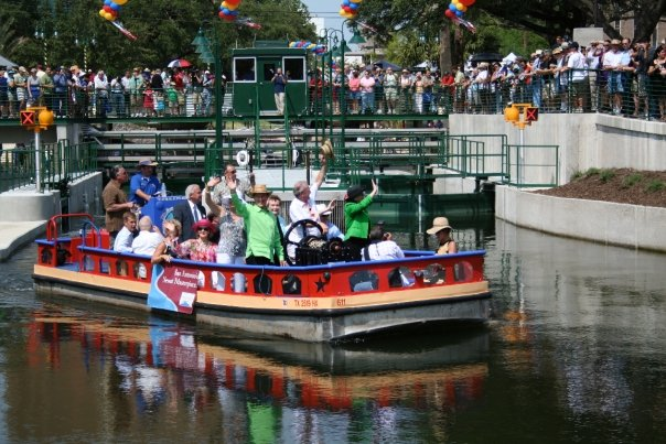 The crowded locks during the 2009 grand opening of the Mission Reach. Photo courtesy of San Antonio River Authority Facebook page.